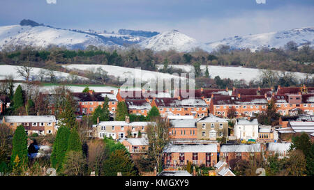 Ashbourne, Derbyshire, UK. 8th December, 2017.  UK Weather: snow on the hills Thorpe Cloud & Bunster Hill by - Stock Image