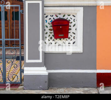 Red letterbox on the front wall of Peranakan terrace house on Koon Seng Road, Joo Chiat,  Geylang, Singapore. - Stock Image