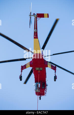 A sky Crane helicopter being used to tackle the King Fire in the El Dorado National forest, California, USA. - Stock Image