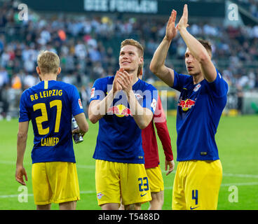 sports, football, Bundesliga, 2018/2019, Borussia Moenchengladbach vs RB Leipzig 1-2, Stadium Borussia Park, after the match the Leipzig players celebrate the win with their fans, f.l.t.r. Konrad Laimer (RBL), two-time goal scorer Marcel Halstenberg (RBL), Willi Orban (RBL), DFL REGULATIONS PROHIBIT ANY USE OF PHOTOGRAPHS AS IMAGE SEQUENCES AND/OR QUASI-VIDEO - Stock Image