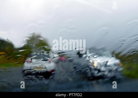 Scotland, UK. 7th Oct 2018. Hazardous driving conditions as torrential rain batters the west of Scotland. Credit: PictureScotland/Alamy Live News - Stock Image