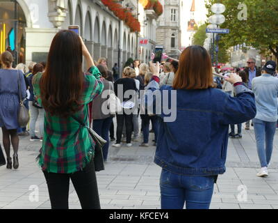 Asian Tourists Travellers selfie photo in Munich city downtown Germany Europe - Stock Image