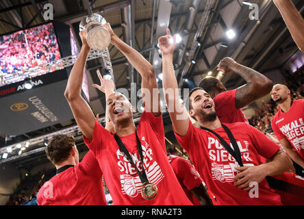 Bamberg, Germany. 17th Feb, 2019. Brose Bamberg's players celebrate after the final match of German Cup between Brose Bamberg and Alba Berlin, in Bamberg, Germany, on Feb. 17, 2019. Brose Bamberg claimed the title with 83-82. Credit: Kevin Voigt/Xinhua/Alamy Live News - Stock Image