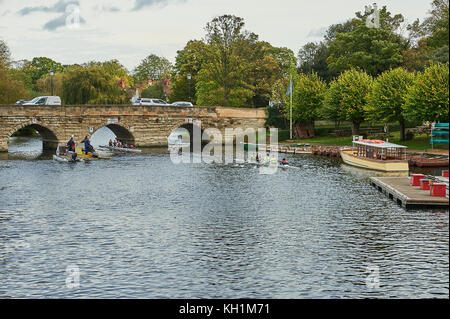 Boats and rowers from Stratford upon Avon Boat Club approach Clopton Bridge over the River Avon in the centre of - Stock Image