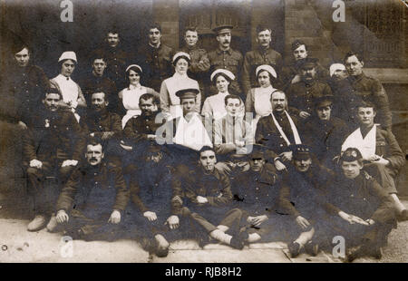 Group photo, convalescent soldiers and their nurses at Blackpool Military Hospital, during the First World War. - Stock Image