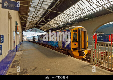 INVERNESS CITY SCOTLAND CENTRAL CITY SCOTRAIL RAILWAY STATION AND SMALL TRAIN - Stock Image