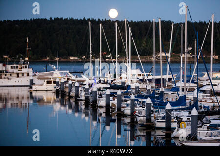 Bremerton, Washington State. Full moon over boats in a harbor on the Puget Sound - Stock Image