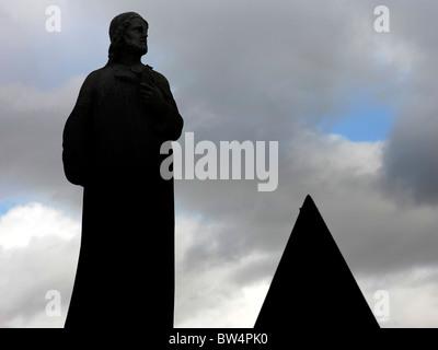 stirling scotland statue graveyard triangle - Stock Image