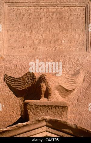 Saudi Arabia, Madinah, nr. Al-Ula, Madain Saleh (aka Hegra). Nabatean inscriptions and raptor adorn the facade - Stock Image