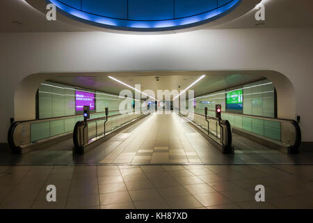 LONDON, UK -3rd Nov 2017: A travellator or moving walkway allow easy access for travellers to commute between North - Stock Image