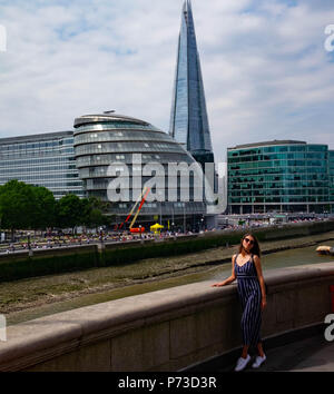 London, England. 4th July 2018. A young woman has her photo taken near London's Tower Bridge on another very hot day. The present heatwave is set to continue. ©Tim Ring/Alamy Live News - Stock Image