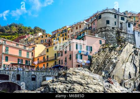 The rocky coastline of Manarola Italy, part of the Cinque Terre on the Ligurian coast of the Italian Riviera with - Stock Image
