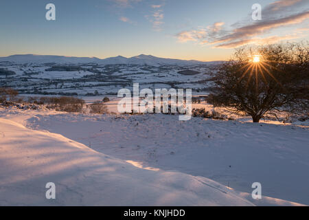 Paxton's Tower. UK. 11th December, 2017. Looking across a snow covered landsape at sunset, towards Pen y Fan - Stock Image