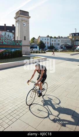 Stockwell War Memorial with bicycle lane. Stockwell Framework Masterplan, London, United Kingdom. Architect: DSDHA, - Stock Image