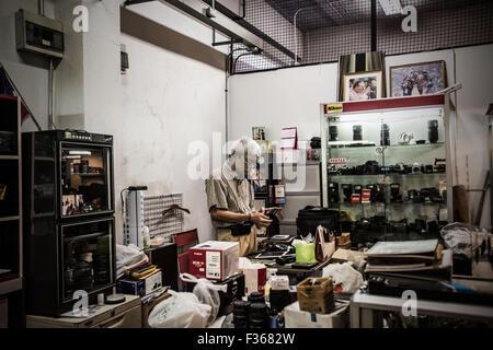 A used camera store in Bangkok, Thailand. - Stock Image