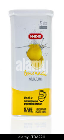 Winneconne, WI - 11 May 2019 : A package of HEB lemonade drink mix on an isolated background - Stock Image