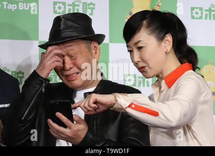 Tokyo, Japan. 20th May, 2019. Japanese musician Shigeru Izumiya (L) and actress Chizuru Azuma attend a promotional event of an online stock brokerage 'One Tap BUY' in Tokyo on Monday, May 20, 2019. One Tap BUY will start a new service of installment investment trsust operations by smart phone 'Robo-Cho' from May 24. Credit: Yoshio Tsunoda/AFLO/Alamy Live News - Stock Image