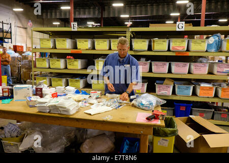 Centennial, Colorado USA. 23 September 2014.  Robert Hartman from the U.S. Tax Department of Suncor Energy volunteers - Stock Image