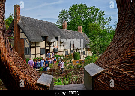 Anne Hathaway's cottage in Shottery, Stratford upon Avon, is a medieval half timbered building and home of William Shakespeare's wife. - Stock Image