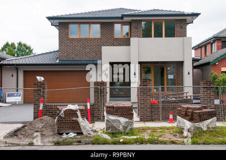 Newly-built suburban family home, awaiting a final clean up. Caulfield, Melbourne, Australia. New home completions are an economic indicator. - Stock Image