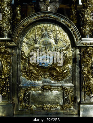 Detail of a silver relief from the Main altar of the Cathedral of Santiago de Compostela. Depiction of the Last Supper. Santiago de Compostela, Province of La Coruña,. Galicia, Spain. - Stock Image