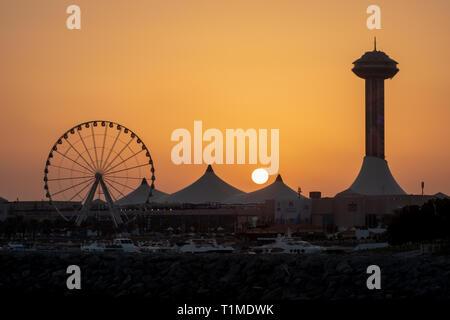 Sunset view of AL Marina Eye and Marina Mall, Abu Dhabi, UAE - Stock Image