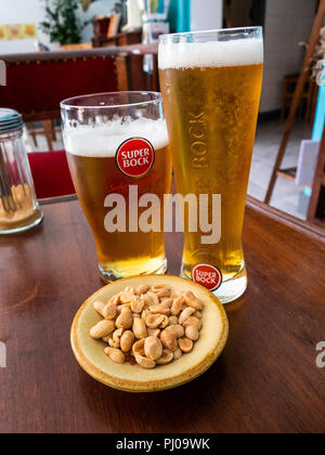 Portugal, Lisbon, Alfama, Old Town, Rua dos Remedios, glasses of Super Bock beer and peanut snack in small local bar - Stock Image