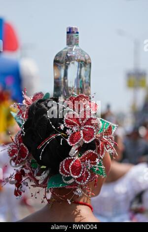 Colombian cumbia dancers balancing a glass bottle on her heads - Stock Image