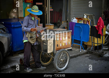 Ice cream vendor  and cart, Thailand Southeast Asia - Stock Image