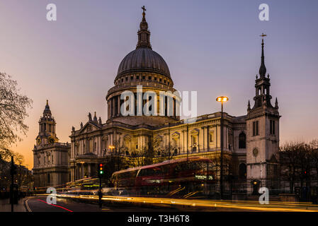 Traffic in front of St Paul's Cathedral after sunset, London, UK - Stock Image