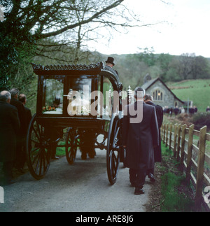 Pallbearers walk with funeral procession, horse drawn carriage and farmer's coffin to chapel in rural Carmarthenshire Wales UK    KATHY DEWITT - Stock Image
