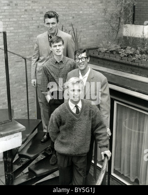 SHADOWS UK pop group outside EMI House, London July 1961. from top: Bruce Welch Brian Bennett, Hank Marvin, Jet - Stock Image
