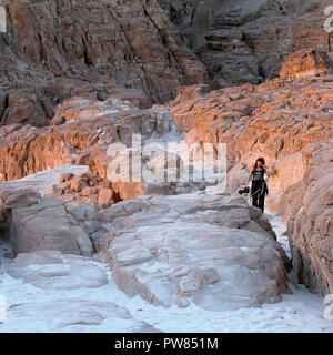 Lady walking  in White Canyon. South Sinai. Egypt - Stock Image
