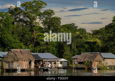 Traditional Amazonian houses built on stilts, during the rainy season - Stock Image