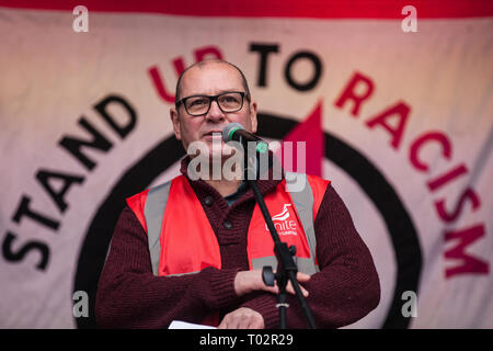 London, UK. 16th March, 2019. Steve Turner, Assistant General Secretary of Unite the Union, addresses thousands of people on the March Against Racism demonstration on UN Anti-Racism Day against a background of increasing far-right activism around the world and a terror attack yesterday on two mosques in New Zealand by a far-right extremist which left 49 people dead and another 48 injured. Credit: Mark Kerrison/Alamy Live News - Stock Image