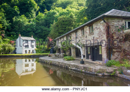 Llanfoist Wharf and Wharfinger's Cottage on the  Monmouthshire and Brecon Canal at Llanfoist, Monmouthshire, Wales, UK, in summer. - Stock Image