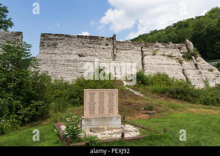 AUSTIN, PA, USA-10 AUGUST 18: A memorial plaque at the remains of a dam which failed soon after construction, in 1911, causing the deaths of 78 people - Stock Image