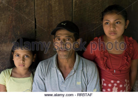Campesino with daughters in Nicaragua - Stock Image