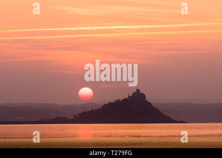 Penzance, Cornwall, UK. 31st March 2019. UK Weather. Another glorious sunrise at Penzance, as the clocks go forwards for British Summer Time. Credit: Simon Maycock/Alamy Live News - Stock Image