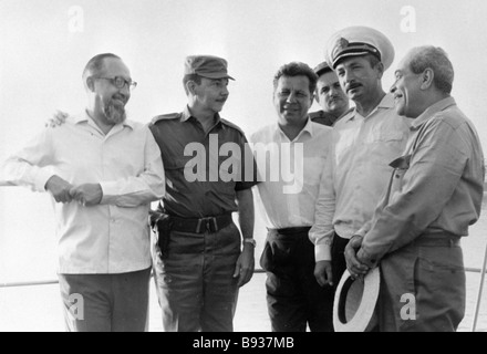 Minister of the Revolutionary Armed Forces of the Republic of Cuba Raul Castro second left meets the Soviet seamen - Stock Image