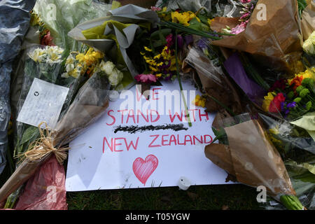 London, UK. 17th March 2019. People leave flower for the Christchurch victims terrorists attack at the New Zealand War Memorial, on 17 March 2019, London, UK. Credit: Picture Capital/Alamy Live News - Stock Image