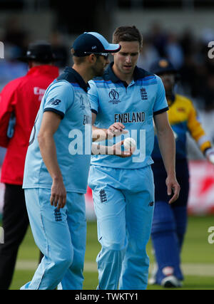 Emerald Headingley, Leeds, Yorkshire, UK. 21st June, 2019. ICC World Cup Cricket, England versus Sri Lanka; England pace duo Mark Wood and Chris Woakes discuss tactics Credit: Action Plus Sports/Alamy Live News - Stock Image
