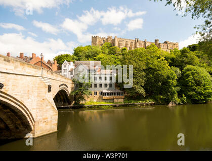 Durham castle and Riverview Kitchen restaurant seen across the river Wear alongside Framwellgate Bridge, in Durham City, England, UK - Stock Image