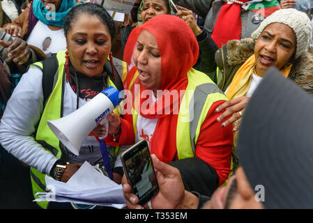 London, UK. 6th April 2019. Thousands of Sudanese meet outside their embassy on the 34th anniversary of the 6th April revolution in the Sudan that overthrew dictator Jaafar Nimeiri in 1985 to support the revolutionary movement in Sudan that has protested for 17 weeks demanding freedom, peace and justice. The peaceful protests have been met with extreme violence with over 70 protesters being killed and thousands injured. Credit: Peter Marshall/Alamy Live News - Stock Image