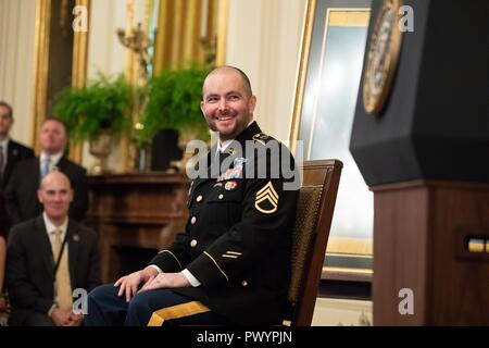 Retired U.S. Army Staff Sgt. Ronald J. Shurer II laughs during the Medal of Honor ceremony in the East Room of the White House October 1, 2018 in Washington, DC. Sharer received the medal for heroism during the Battle of Shok Valley in Afghanistan. - Stock Image