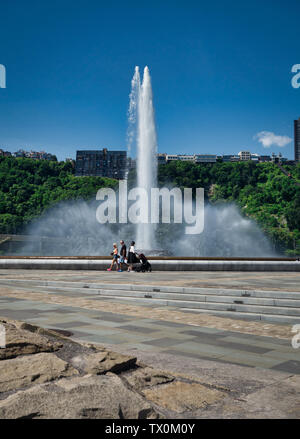 The fountain at Point State Park, Pittsburgh, Pennsylvania, sits at the confluence of the Allegheny, the Monongahela, and the Ohio Rivers. - Stock Image