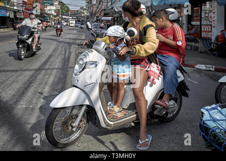 Mother carrying her children on a motorcycle. Thailand Southeast Asia - Stock Image