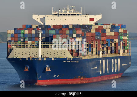CMA CGM Vasco de Gama passes Hamburg Blankenese - Stock Image
