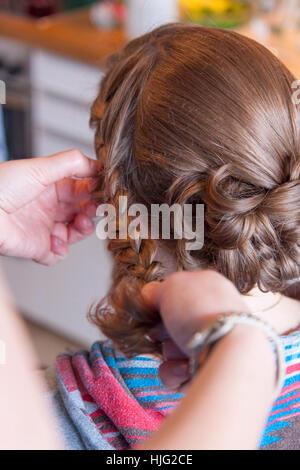 Bride,hair,hairstyle,bridesmaid,braided,braid,plait,high-neck hairdresser,hairpin,hairdresser,hands,head,brown,beautiful,noble,o - Stock Image