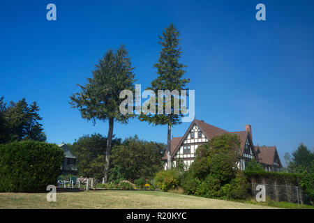 Luxurious residence adjacent to the Shore Path in Bar Harbor, Maine, USA. - Stock Image